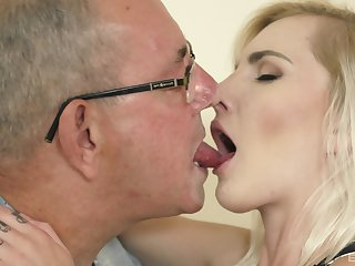 Teen smoothie Tyna Flaxen sucks added to rides an aged man's cock