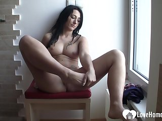 Brunette babe fingers her muddied cunt on camera