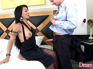 TS Nicolly Pantoja and Her Bigwig Bareback