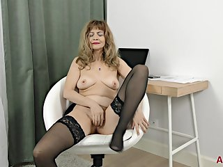 Granny Prostitute With respect to Stockings - Hot Unattended Session