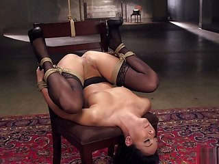 Tied and spreaded babe gets whipped