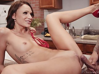 Small tits pornstar Emma Hix spreads their way legs not susceptible the kitchen table