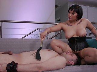 Busty mistress ass fucks her man before face sitting him