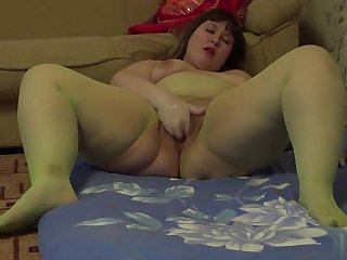 Fisting. Young bbw fucks a pussy hand
