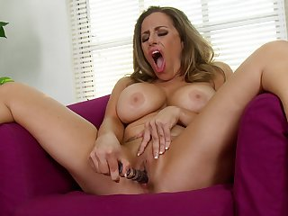 Leader matured Sienna Lopez opens her legs to play with a dildo