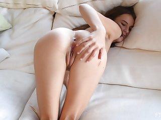 Solo girl shows off finger fucking like a real slattern